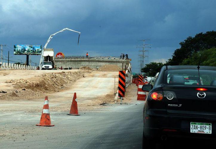 La construcción del distribuidor vial frente al Campus sigue avanzando. (SIPSE)