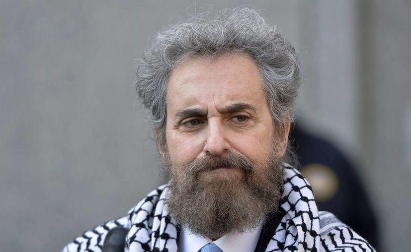 Stanley Cohen, abogado del yerno de Osama bin Laden, sale del tribunal después de que su cliente fue encontrado culpable de terrorismo. (EFE)