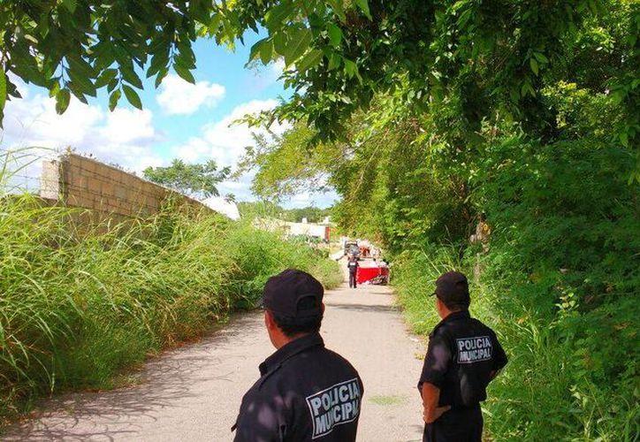 Un tricitaxista falleció en un camino de terracería, en Tecoh, en extrañas circunstancias: se propio vehículo le aplastó el cuello. (Martín González/SIPSE)