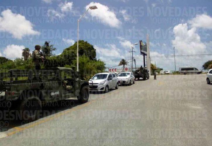 Los militares realizan operativos para inhibir la delincuencia. (Eric Galindo/SIPSE)
