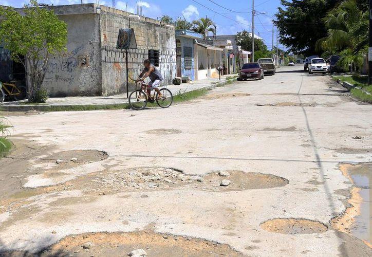 Plantean un presupuesto de 71 millones de pesos para solucionar el problema de baches. (Harold Alcocer/SIPSE)