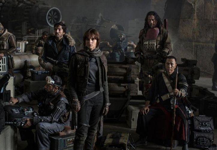 'Rogue One' aborda la aventura de un grupo de soldados rebeldes, quienes tratarán de conseguir los planos de la Estrella de la Muerte, para así destruir la Joya de la Corona del Imperio. (Imagen tomada de independent.co.uk)