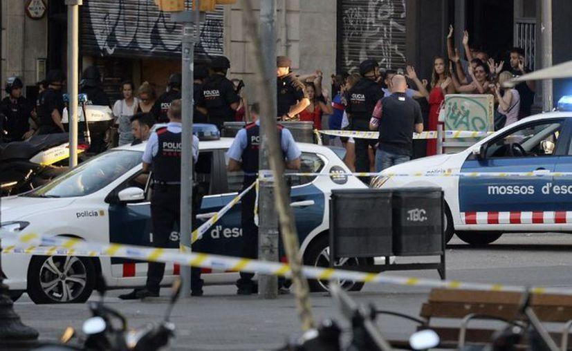 El hombre se dirigió a los agentes gritando en árabe 'Alá es grande'. (Foto: Contexto)