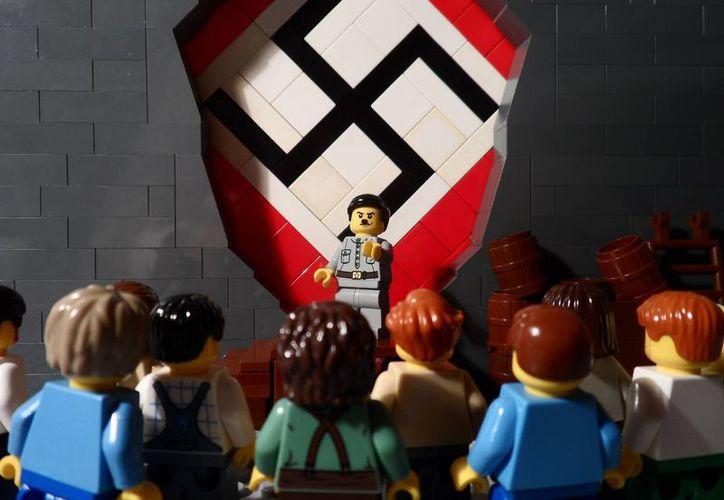 Un adolescente inglés armó diversos escenarios para narrar los momentos claves del conflicto nazi, aún antes de la Segunda Guerra Mundial, de 1933 a 1945. (Captura de Facebook)