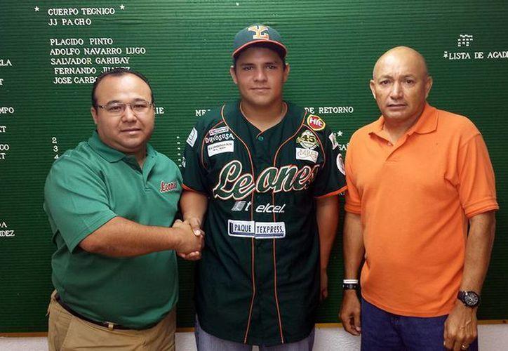 Mario Ceballos Bojórquez (izq), con el novato Diego Mora Chay.
