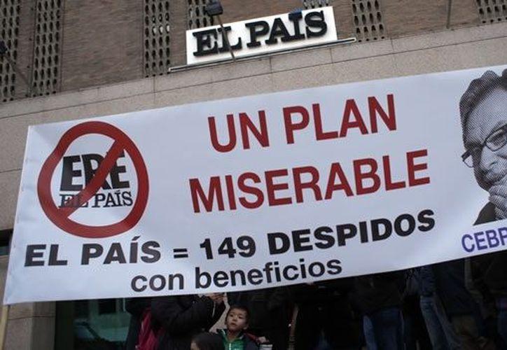 Las protestas van contra Juan Luis Cebrián, cofundador del diario y consejero delegado de Grupo Prisa. (Reuters)