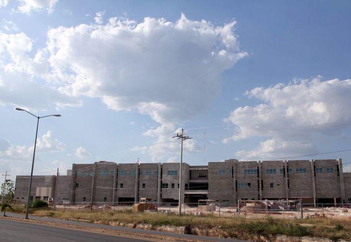 Aseguran que las obras en el hospital de Tekax no se detendrán sino hasta que esté totalmente construido. (Milenio Novedades)