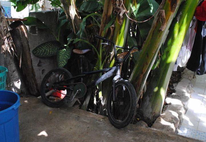 La madre del menor abandonado regresó el martes a devolver la bicicleta por la que 'intercambió' a su hijo. (Éric Galindo/SIPSE)