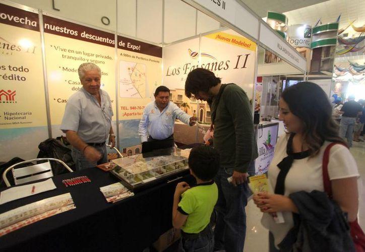 Los expositores de la Feria de Vivienda organizada por Canadevi reportaron buenas ventas y gran número de prospectos. (Amílcar Rodríguez/SIPSE)
