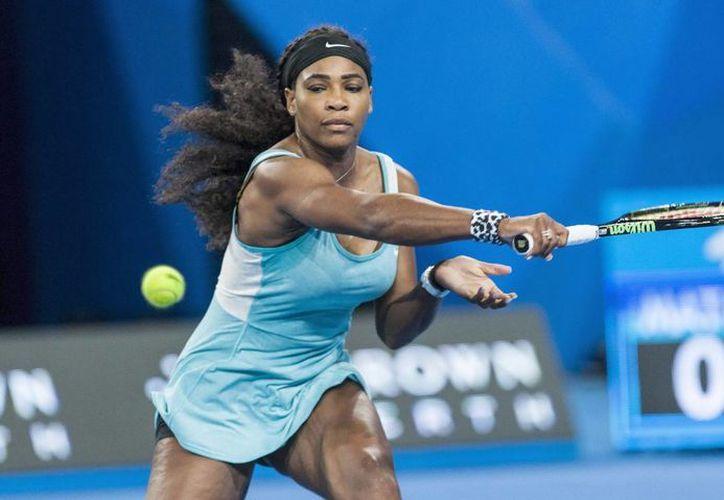 Beber café pareció ser la diferencia para una Serena Williams que comenzó 'dormida' su partido ante Flavia Penetta en la Copa Hopman, en Perth, Australia. (EFE)