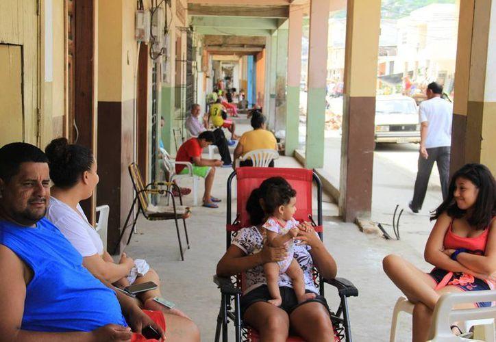 El sistema de salud de Ecuador se prepara para la segunda fase en caso de desastre, que son las enfermedades y epidemias en la zona. (Notimex)