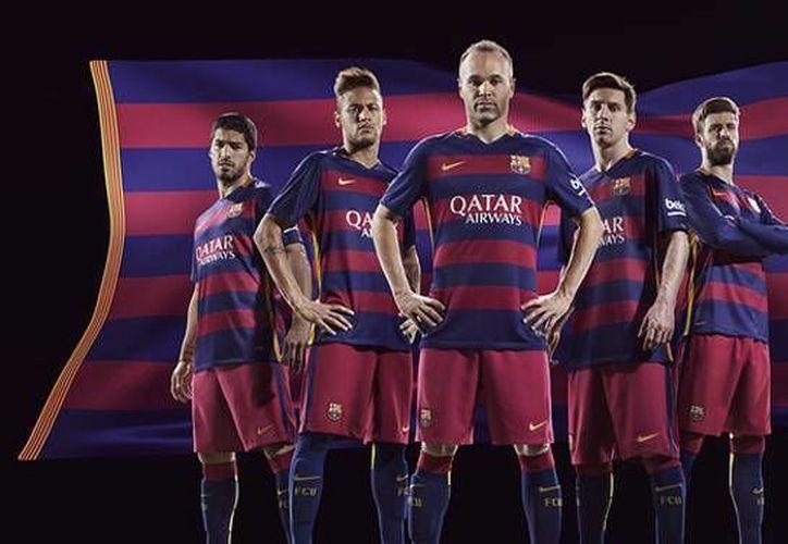 El Barcelona recibe actualmente de la empresa deportiva Nike 30 millones de euros por año por patrocinio y otros 19 millones mensuales por las ventas de merchandising. (fcbarcelona.com)