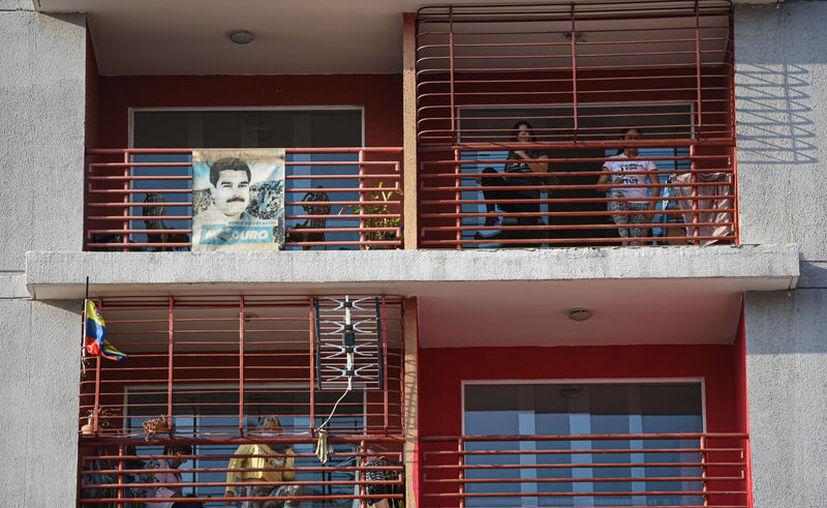Los venezolanos viven una tensa calma ante el ofrecimiento de Trump de entregar una recompensa por la captura del presidente Maduro. (Foto: Notimex).