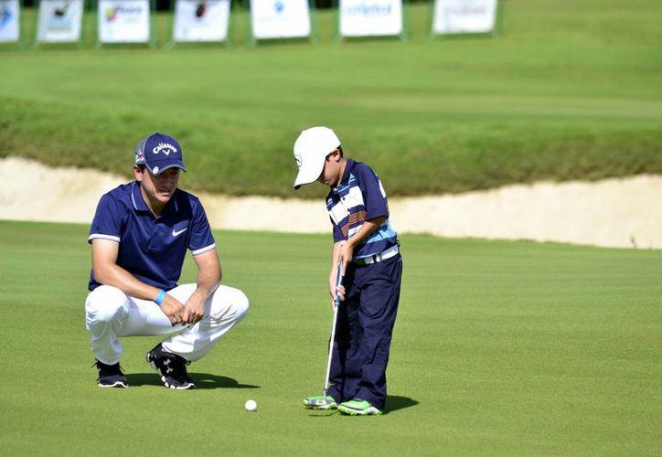 Muy reñida inició la segunda etapa de la Gira Infantil y Juvenil de la Asociación de Golf del Sureste AC, en los campos de <i>El Jaguar</i>. (Daniel Sandoval/Milenio Novedades)