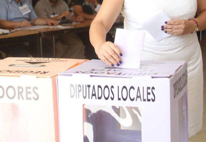 De acuerdo con los empresarios de Yucatán, los partidos políticos no han hecho propuestas claras durante la campaña electoral que está a punto de concluir. Este sábado, dirigentes de cámaras empresariales salieron a promover el voto. La imagen es únicamente ilustrativa. (César González/SIPSE)