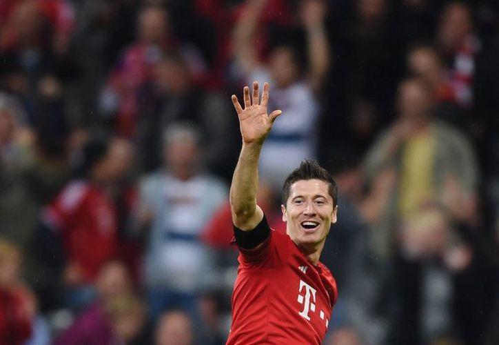 Robert Lewandowski entró de cambio en el segundo tiempo de un partido que perdía 1-0 el Bayern ante Wolfsburgo y metió 5 goles en menos de 10 minutos para enmarcar el 5-1 en la Bundesliga. (EFE)