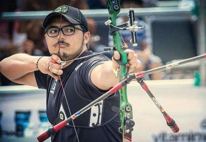 El arquerista mexicano Ernesto Boardman intentará ganar al estadunidense Brady Ellison en el Mundial de Tiro con Arco, en Odense, Dinamarca. (regiodeporte.com)