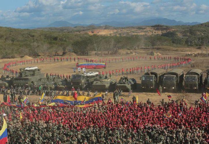 Este sábado la Fuerza Armada de Venezuela, bajo el mando de Nicolás Maduro, inició un simulacro con el objetivo de proteger los servicios básicos de dicho país. (Twitter)