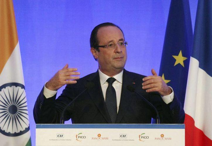 El presidente de Francia exhorta a los ciudadanos galos a evitar correr riesgos. (EFE)