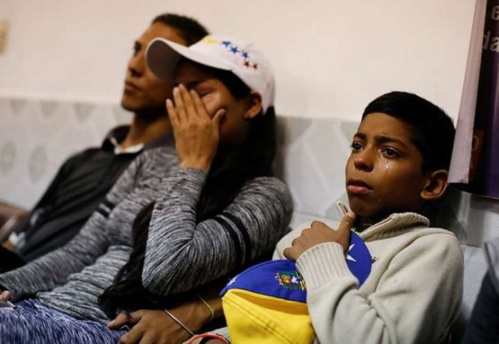 La evaluación que los propios venezolanos hacen de su calidad de vida bajó desde 7.6 en 2010. (Reuters)