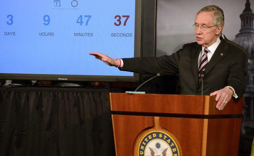 El senador demócrata de Nevada, Harry Reid, en rueda de prensa tras la aprobación de los fondos temporales para el Gobierno de EU. (EFE)