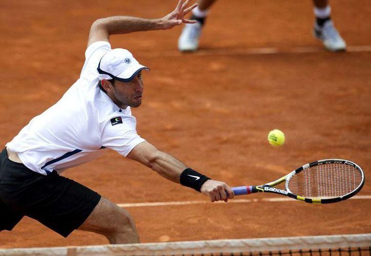 El tenista Santiago González venció junto a Parra a la dupla de la estadounidense Lisa Raymond y el australiano John Peers con parciales de 7-6 (7-2) y 6-2. (EFE/Archivo)