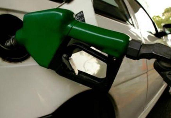 De acuerdo a la Ley de Ingresos para 2013, 48 mil 895 millones serán por subsidio a las gasolinas y diesel. (Notimex)