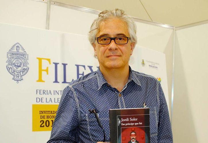 El escritor Jordi Soler se presentó este domingo en la Filey 2015. (Luis Pérez/SIPSE)
