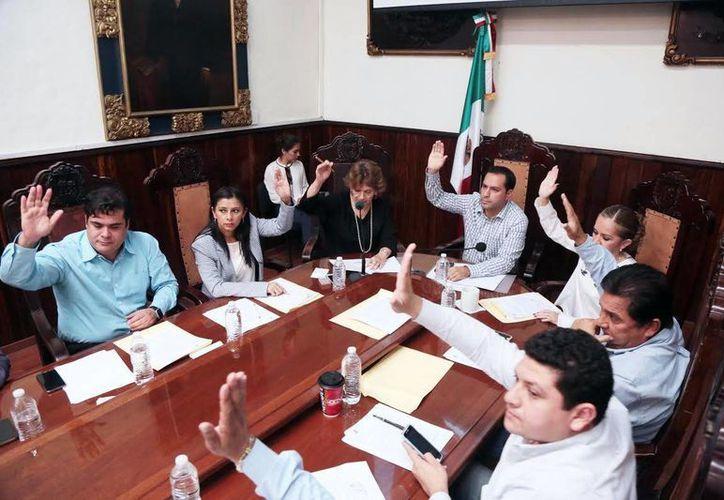 Por mayoría, los ediles del Cabildo de Mérida dieron luz verde a obras del Ramo 33. Los regidores ratificaron los proyectos que fueron priorizados por el comité ciudadano. (Milenio Novedades)