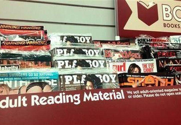 Esta foto del 30 de mayo del 2013 proveída por el grupo Morality in Media muestra revistas pornofgráficas en una tienda en la base de la Fuerza Aérea en San Antonio Texas. (Agencias)