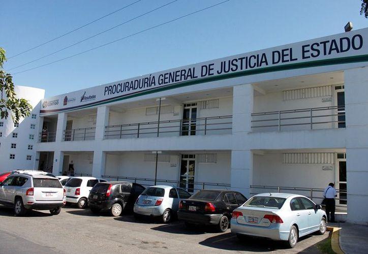 La dirección de Protección Contra Riesgos Sanitarios realiza los operativos de vigilancia sanitaria en bares en coordinación con la Policía Municipal Preventiva (PMP). (Juan Palma/SIPSE)