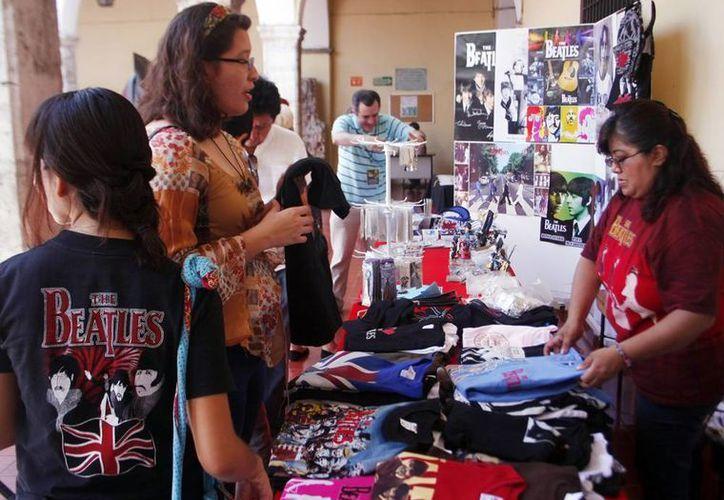 Durante dos días los fans de los Beatles pudieron adquirir souvenirs en la Casa de Cultura del Mayab en Mérida. (Milenio Novedades)
