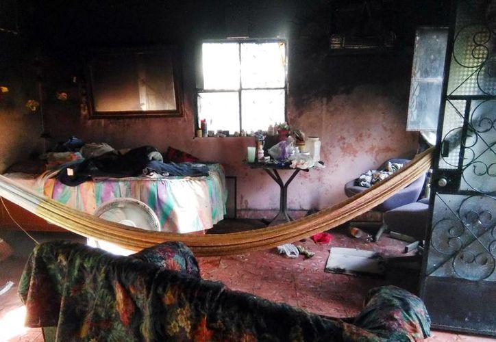 El anciano perdió varias de sus pertenencias a causa de un incendio, en Maní. (Milenio Novedades)