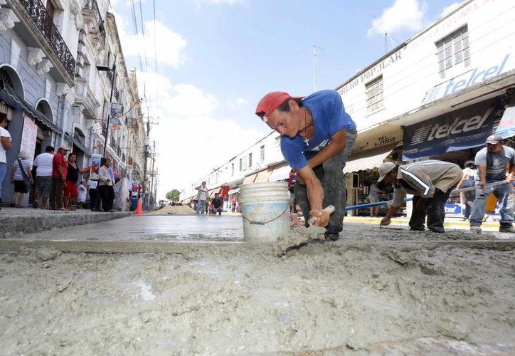 Las obras se realizan con recursos propios del Ayuntamiento de Mérida, tanto equipo como personal. (Milenio Novedades)