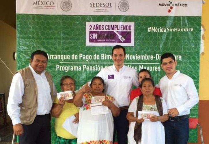 En el marco del inicio del pago de pensiones a adultos mayores en Yucatán por parte de Sedesol, en el bimestre noviembre-diciembre serán reactivados 3,500 beneficiarios. (Foto cortesía del Gobierno de Yucatán)