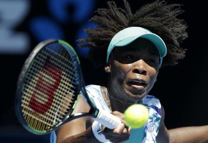 Venus Williams, quien eliminó a  Lauren Davis, busca ganar por vez primera el Abierto de Australia. (Foto: AP)