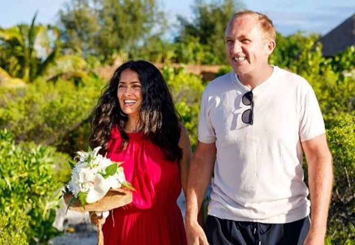 Salma Hayek compartió en su cuenta de Instagram la boda sorpresa que le preparó su esposo,  François-Henri Pinault. (Instagram)