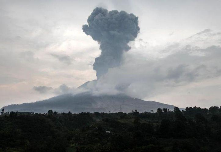 Es la primera vez que el volcán entra en erupción desde 1768. (Foto: AFP)