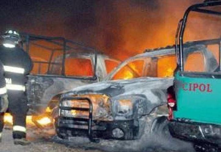 Las violentas protestas que incluyeron el incendio de dos patrullas ocurrieron la noche de este sábado. (Agencias/Foto de contexto)