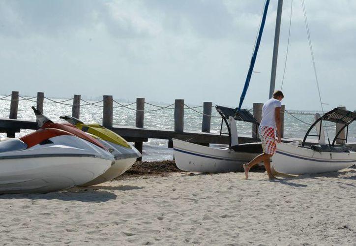 El cierre de puerto afecta a los prestadores de servicios turísticos. (Victoria González/SIPSE)