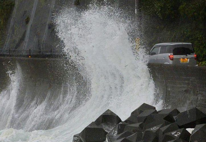 El tifón Halong ha comenzado a afectar Japón. (AP)