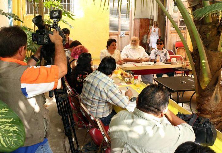 """Periodistas y amigos recordaron la labor de Eduardo""""<i>Güero</i> Buenfil. (José Acosta/SIPSE)"""