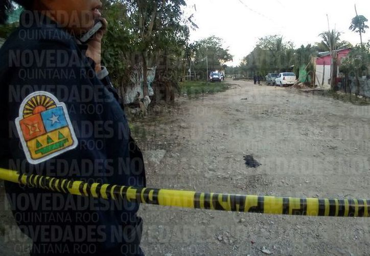 El cuerpo fue trasladado al Semefo en calidad de desconocido. (Foto: Eric Galindo/SIPSE)