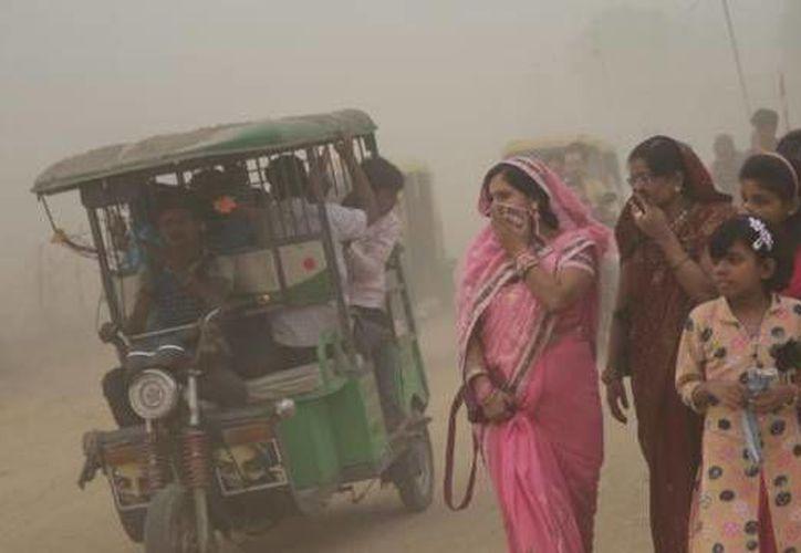Una de cada cuatro muertes prematuras en la India en 2015, o casi 2,5 millones, fueron atribuidas a la polución, concluyó el estudio.  (López Dóriga Digital)