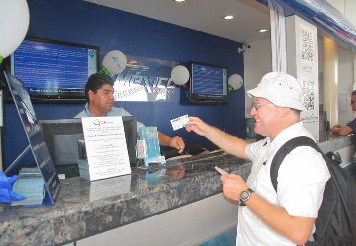 """El costo del viaje marítimo entre Cozumel y Playa del Carmen seguirá siendo el mismo """"por un tiempo más"""", anunciaron ayer las empresas que realizan dicho traslado.  (Julian Miranda/SIPSE)"""