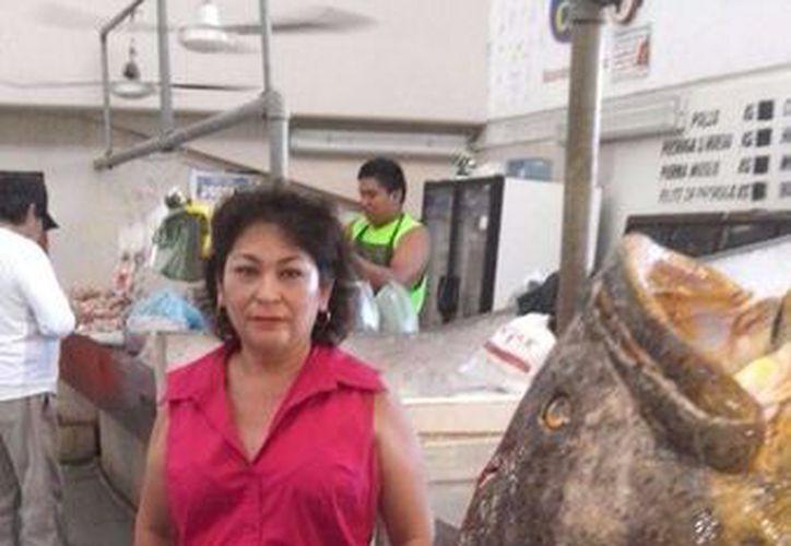 Esta es la cherna de 130 kilos capturada frente a Sisal. (Milenio Novedades)