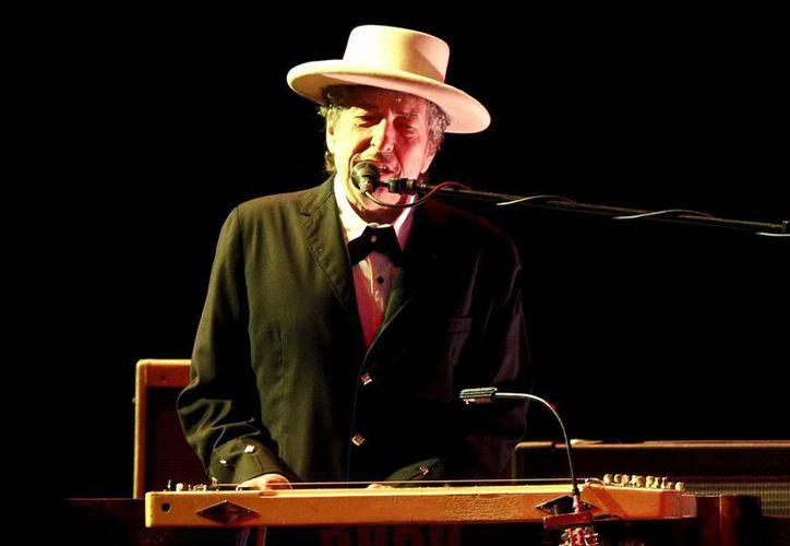 La guitarra, con cuerdas, caja y cinta de cuero originales y las canciones fueron olvidadas en un avión privado empleado por Dylan y su grupo en aquella época para desplazarse a sus actuaciones. (EFE/Archivo)