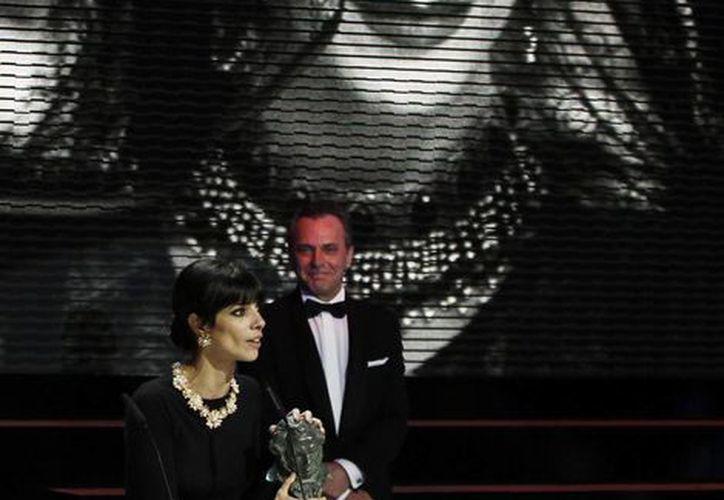 Maribel Verdú se llevó el Goya a la mejor actriz por su papel de la malvada madrastra de Blancanieves. (Agencias)
