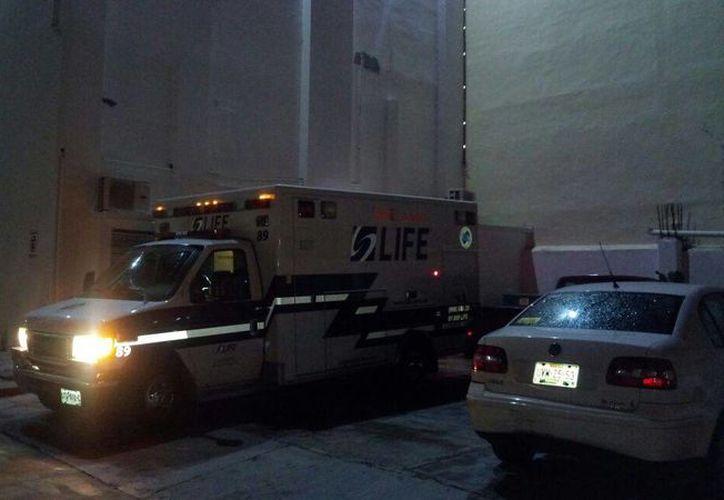 Un turista fue trasladado a una clínica del centro de Cancún tras recibir un disparo en la zona hotelera de Cancún. (Reymundo Gómez/SIPSE)