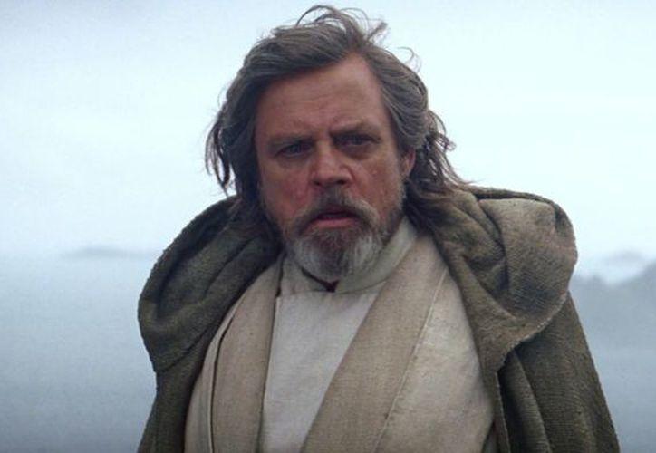 Hace tiempo que Mark Hamill externó sus primeras dudas alrededor del veterano Luke Skywalker y ahora aprovecha la polémica para manifestar su sentir. (Foto: Contexto/Internet)